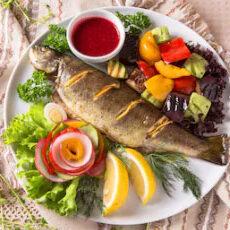 pastrav-la-cuptor-cu-legume